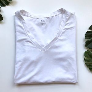 GAP Fit White Short Sleeved Athletic Workout Top